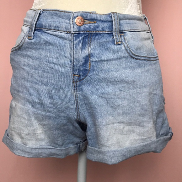 Old Navy Pants - Old Navy Semi-Fitted Light Wash Denim Shorts sz 2